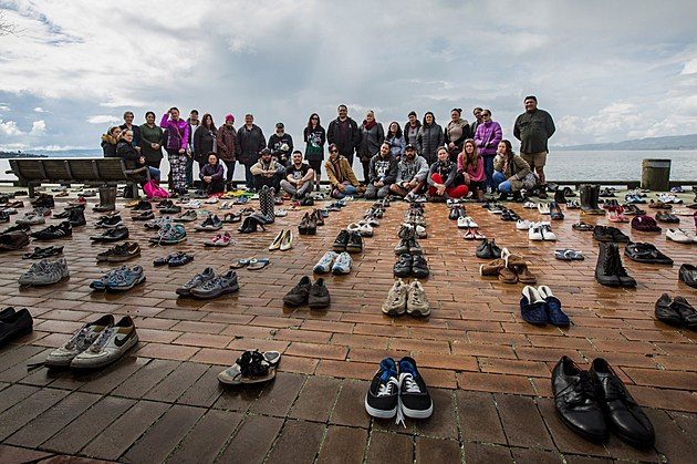 Hundreds Of Shoes Placed On Rotorua Foreshore To Remember Those Lost To Suicide